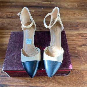 Dexflex Confort Nude & Black Heel Size 10